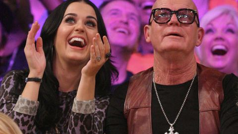 Katy Perry (left) and her father Keith Hudson (right) watching a basketball game at the Staples Centre in LA.