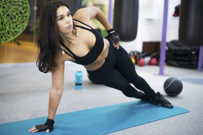 <strong>Side plank</strong>