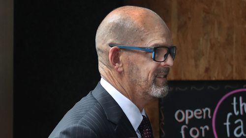 Former Victoria Police commissioner Simon Overland changed his evidence after his diaries were found.