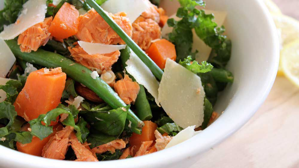 Susie Burrell's easy weight loss salmon salad. Image: Supplied