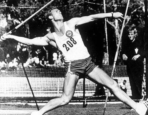 Reg Spiers, the drug smuggling javelin champion who posted himself home