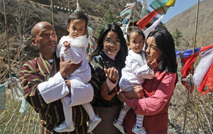 Formerly conjoined twins Nima and Dawa return home to hero's welcome