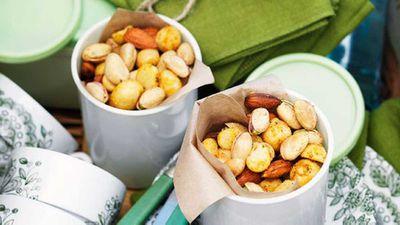 "<a href=""http://kitchen.nine.com.au/2016/05/16/17/36/macadamia-nibble-mix"" target=""_top"">Macadamia nibble mix</a>"