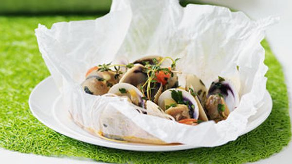 Clams, celery & cherry tomatoes in a parcel