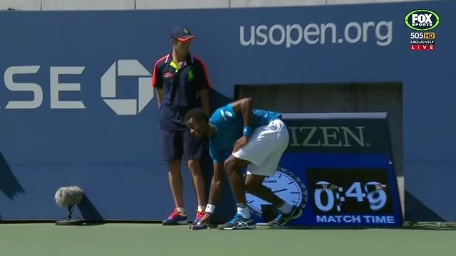 Monfils narrowly avoids leg being caught under timing clock