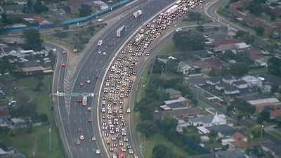Traffic queued 10km after eight-car crash on Princes Freeway