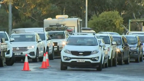 Long queues at Victorian and South Australian border