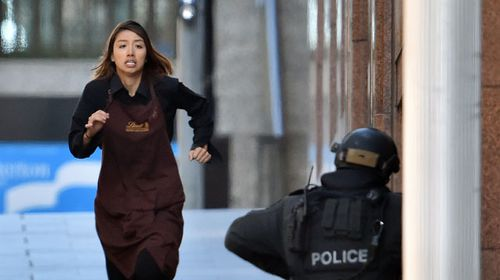 Elly Chen runs to police after fleeing the Lindt cafe siege. (Getty)