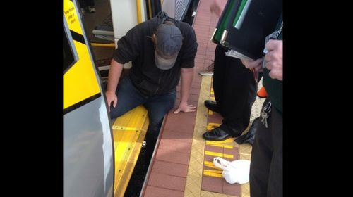 Western Australian commuters helped free a man whose leg became stick between the train and platform. (nicolastaylornz/Twitter)