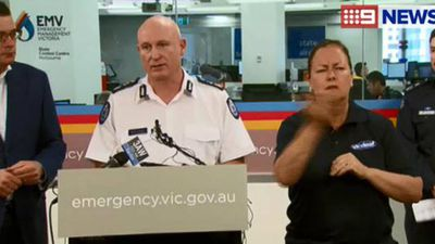 Victoria's Emergency Management Commisssioner Craig Lapsley addresses the fire threat across the state today. (9NEWS)
