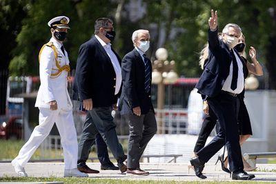 Argentinian president attends Maradona's funeral