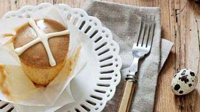 "<a href=""http://kitchen.nine.com.au/2016/05/16/18/01/hot-cross-cupcakes"" target=""_top"">Hot cross cupcakes</a>"