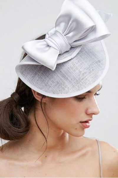 "<a href=""http://www.asos.com/au/vixen/vixen-bow-detail-fascinator-hat/prd/7804152?clr=silver&amp;SearchQuery=fascinator&amp;pgesize=9&amp;pge=0&amp;totalstyles=9&amp;gridsize=3&amp;gridrow=3&amp;gridcolumn=2"" target=""_blank"" draggable=""false"">Vixen Bow Detail Fascinator Hat, $137</a><br>"