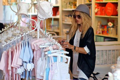 <p>How do they do it? Celeb mums back in bikinis just weeks after giving birth!</p>
