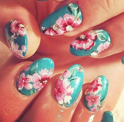 Florals aren't just for Spring. Opt for a flower-inspired nail look to accessorise your Summer wardrobe.