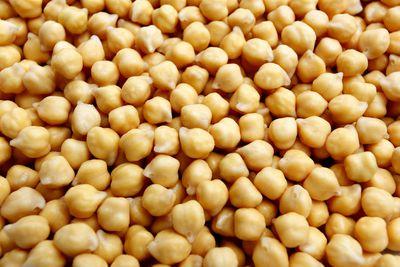 Chickpeas (19g protein/100g)