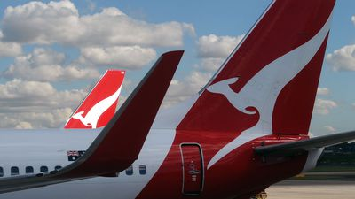 Smoke causes Qantas jet to turn back to New Zealand
