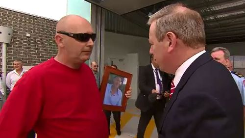 Steve Gibbs confronted Health Minister David Davis in February over the ambulance wait times that contributed to his son's death. (9NEWS)