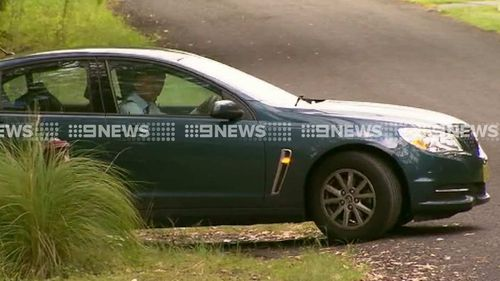 Detectives leave the house of person of interest Bill Spedding. (9NEWS)
