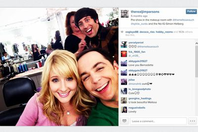 @therealjimparsons: Pre-show in the makeup room with @themelissarauch @sylvia_surdu and the No-IG Simon Helberg