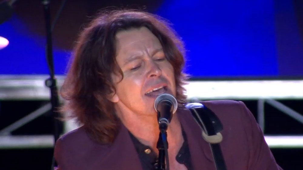 Bernard Fanning rocks State of Origin fans at Suncorp Stadium