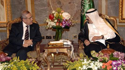 Lebanese President Michel Suleiman speaks with Saudi King Abdullah bin Abdulaziz in March 2010. (AAP)