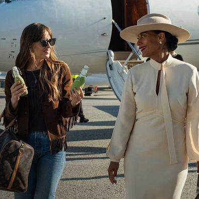 Dakota Johnson and Tracee Ellis Ross in The High Note.