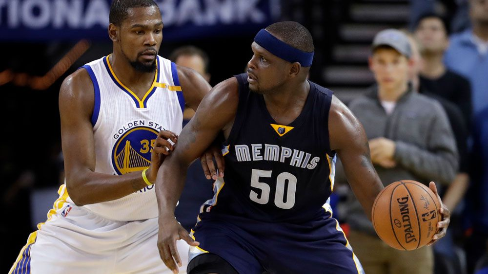 Kevin Durant defends Zach Randolph. (AAP)
