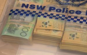 Bag of cash totalling $50k discovered in Bondi after robbery gone wrong