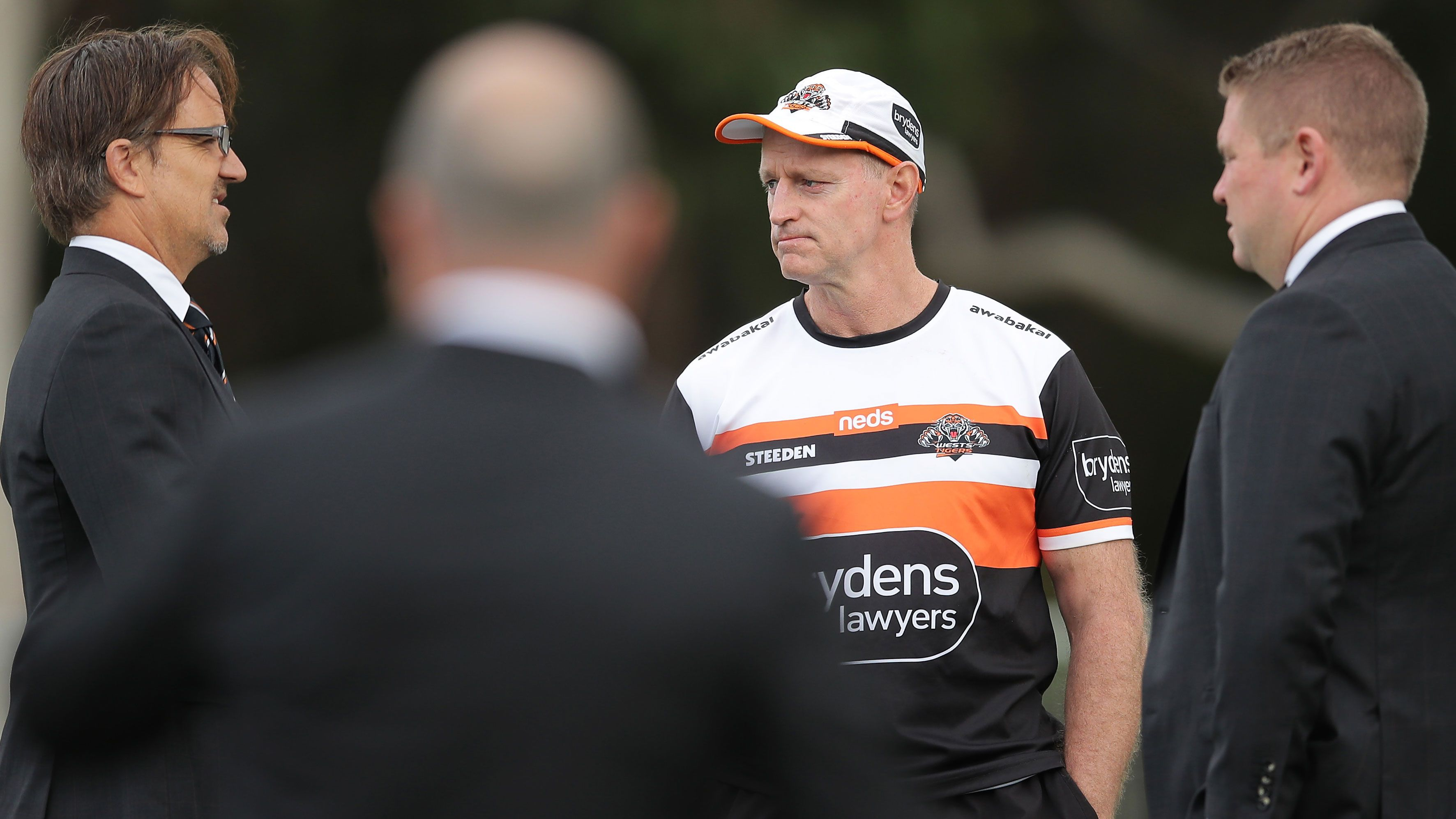 Michael Maguire talking with Wests Tigers CEO Justin Pascoe (left).