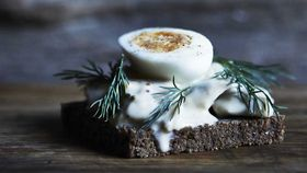 Sandwich that oozes with herring