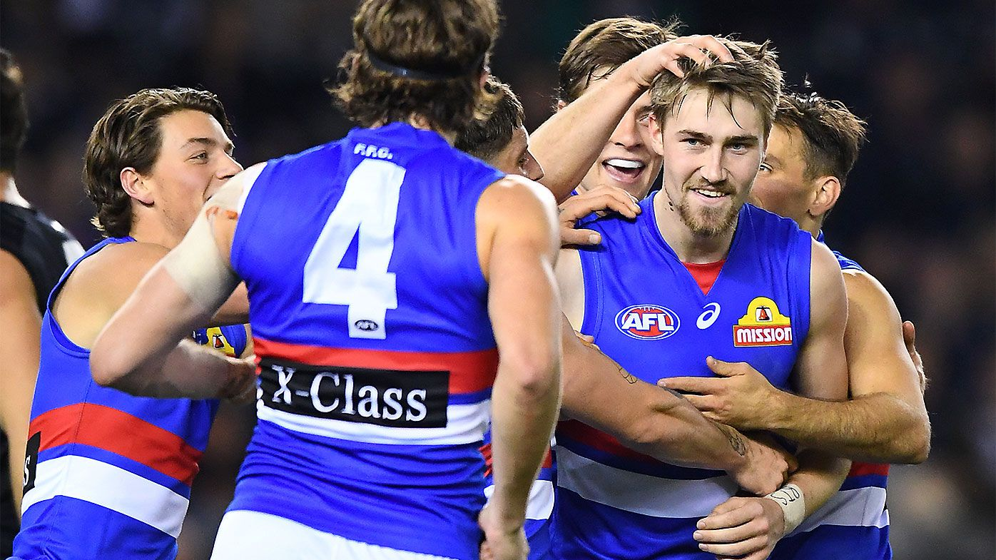 Western Bulldogs hold off furious late rally courtesy of Charlie Curnow's career-best