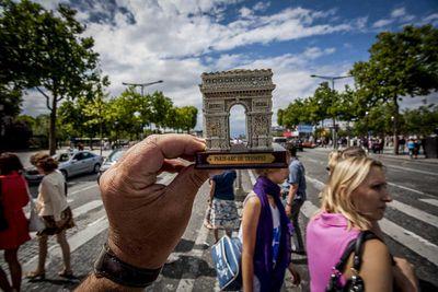 <strong>The Arc De Triomphe, Paris, France</strong>