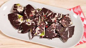 Kitchen Hack: Christmas candy cane chocolate bark recipe
