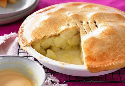 """<a href=""""http://kitchen.nine.com.au/2016/05/05/12/43/weight-watchers-oldfashioned-apple-pie"""" target=""""_top"""">Dietitian designed old-fashioned apple pie</a>"""