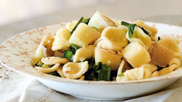 Orecchiette with potatoes, garlic and chicory