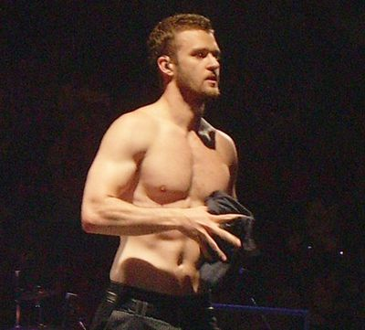 The hunkiest celeb boys in the biz - shirtless!<br/><P>It's a right brawn-fest. Mmmm... abs...