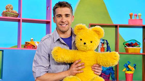 Hugh Sheridan drops into Play School