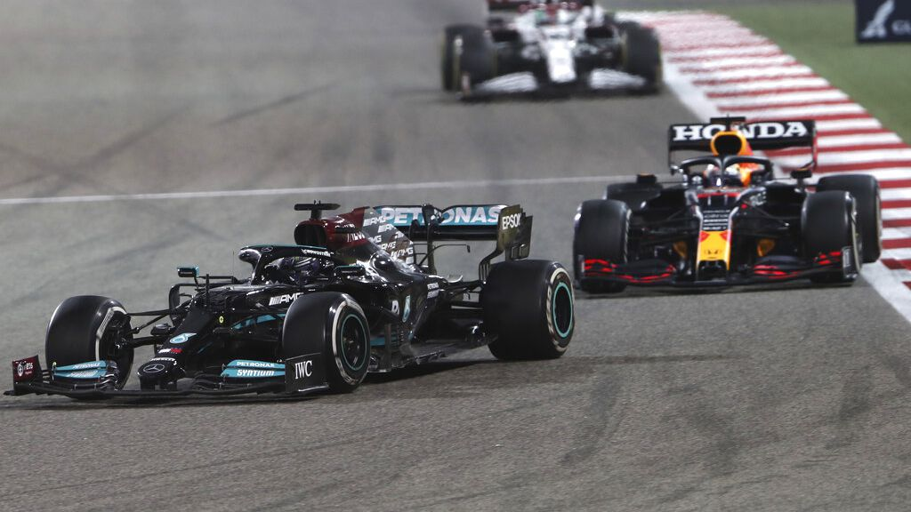 Hamilton holds off Verstappen to win tense F1 season-opener