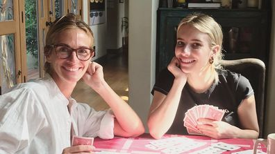 Julia Roberts and Emma Roberts playing cards