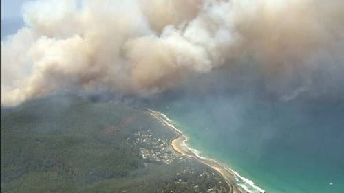 The bushfire is burning in the Otway Ranges near Wye River. (9NEWS)