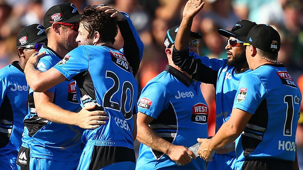 Strikers ease to BBL win over Scorchers