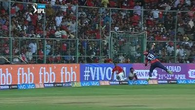 Delhi Daredevils' Trent Boult pulls off 'best catch ever seen' in IPL match against  Royal Challengers Bangalore