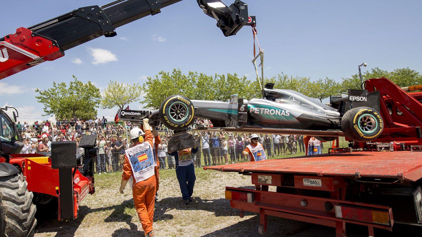 Mercedes duo refuse F1 crash blame