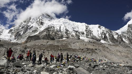 190503 Mount Everest clean up campaign bodies found News World