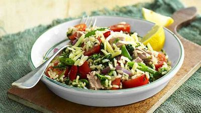 Healthy spinach and tuna rice salad