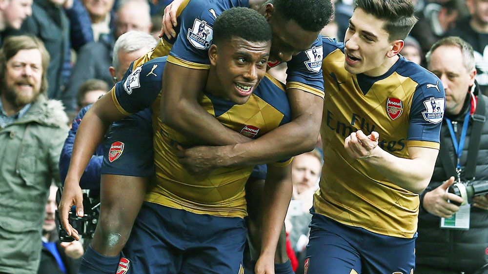 Arsenal ease past Everton at Goodison