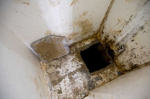 """This photo shows the opening of a tunnel, authorities claim was used by drug lord Joaquin """"El Chapo"""" Guzman, to escape from inside his cell at the Altiplano maximum security prison, in Almoloya, west of Mexico City, Wednesday, July 15, 2015. (AP Photo/Eduardo Verdugo)"""
