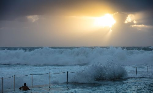 The Bureau of Meteorology issued a severe weather warning for damaging surf conditions along the NSW coast today (AAP).
