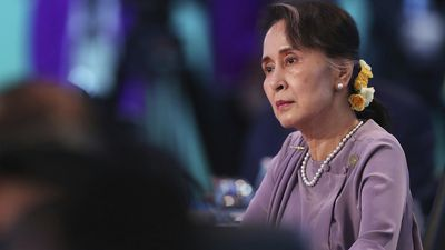 Suu Kyi in Canberra to seek humanitarian help